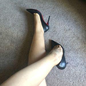🖤retail therapy🖤Christian louboutin black pumps